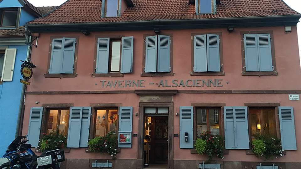 The stately look  of the taverne from the outisde copy